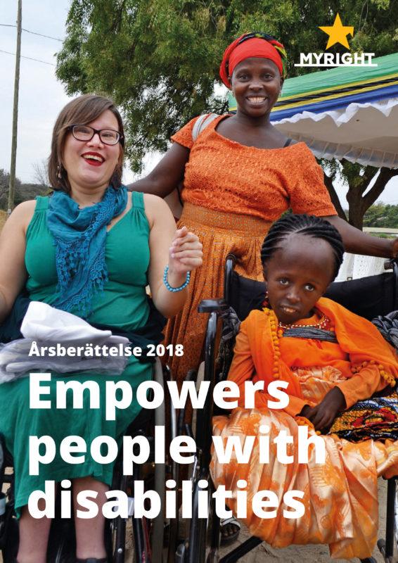 Omslagsbilden visar tre leende kvinnor, två sitter i rullstol